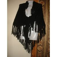 Шаль черная объемная с кистями палантин платок