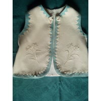 Старинный жилет из войлока,часть этнического детского костюма.Ручная вышивка.Начало XX-го века.