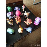 Пластмассовые игрушки маленького размера птицы,звери,домашние любимцы 13 штук.