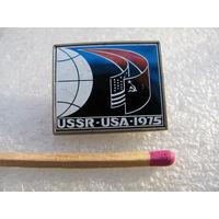 Значок. СССР - США. 1975 г. (Союз-Аполлон) (керамическая вставка)