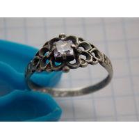 Классный перстень с камнем.