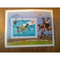 """Нигер. 1981. Чемпионат мира по футболу """"Испания-82"""". Блок"""