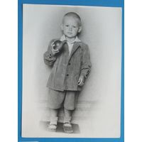 Фото мальчика с мячиком. 1950-е. 18х24 см.