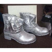 Новые полусапожки, р-р 39, 2 пары - серебро и бронза