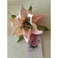Нежный цветок для прически невесты