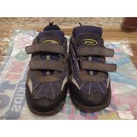 Кроссовки для мальчика в идеальном состоянии, стелька 22 см