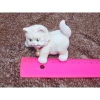 Статуэтка белый котенок. Кот.