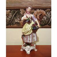 Старинная фарфоровая статуэтка  немецкой мануфактуры Рудольф Кэммер / Рудольфштадт, Тюрингия.