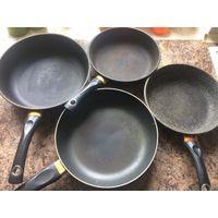 4 сковороды б/у, цена за комплект. 2 Сковороды Victoria 26 и 22 см диаметр + 2 сковороды 26 и 22 см диаметр. Продаю комплектом. Для дачи идеальный вариант.