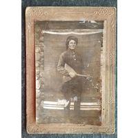 Фото мужика (казака) с балалайкой. До 1917 г. Размер фото 8х13 см.