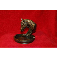 Красивая пепельница или мелочница голова лошади, лошадь, бронза