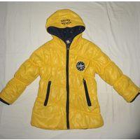 Куртка осенняя желтая, рост 122, в хорошем состоянииЮ на синтепоне. Обмеры: расстояние между плечевыми швами 38 см, между подмышкми 44 см, длина рукава 40-41 см, длина по спинке - 54 см. На рукавах тр