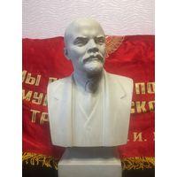 Бюст Ленина.Скульптор Яцыно Петр.