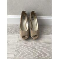 Туфли женские кремовые замшевые 39 размер