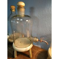 Бутыль для напиткофф.2.5л с краном на подставке.