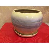 Цветочный горшок лимонного цвета на тарелочки, керамика, в хорошем состоянии. Высота 13 см, диаметр 17 см.