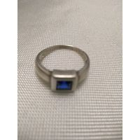 Кольцо с фиолетовым  камнем глубокого василькового цвета. Серебро 925. Крупное.21 р.