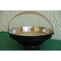 Ваза - конфетница  мельхиоровая  ( диаметр 14 см , высота  5,5 см ; 12 см )