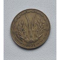Западная Африка 10 франков, 1971  8-11-43