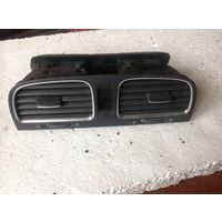 Golf 6 Дефлектор центральный 5K0819728