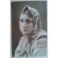 Фото девушки Мирры для Тины. 1930-е. (Из фотографий семьи Виноградовых).8.5х13.5 см