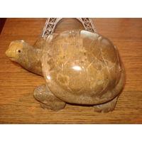 Черепаха . Статуэтка .  Камень