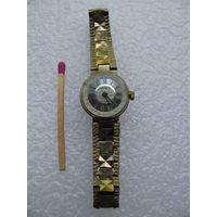 """Часы наручные женские """"Чайка"""" с браслетом"""