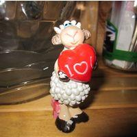 Сувенир. Влюбленная овечка.