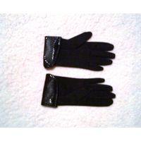 Перчатки женские из ткани.