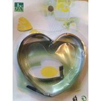 Для жарки яиц в форме сердечко, диаметр 10.5 см. Нержавейка. В упаковке. Обмен не интересует.