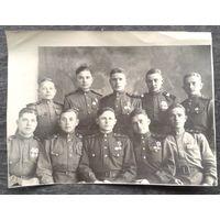 Фото группы сержантов-радиолокаторщиков на сборах. 1947 г. Награды. Фамилии снятых. 12х16 см.