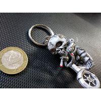 Брелок оригинальный, скелет на велосипеде