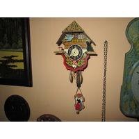 Часы ходики с девушкой на качелях с птичкой Шварцвальдские часы Германия средина 20-го века
