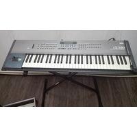 Korg iX300 синтезатор / 2 Shure микрофона / Чемодан / Подставка