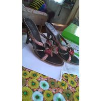 ПОДАРОК К  8 МАРТА!!! Босоножки женские ОККА  с украшениями на каблуке 10 см. Размер 38.В коробке.
