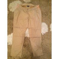 Красивые бежевые брюки Mothercare на 52-54 размер. Длина 97 см, ПОталии 48-53 см(отлично тянется), ПОбедер около 67 см. Очень хорошего качества. Хорошо б/у, на фото видны дефекты, которые при носке не