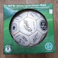Сувенирный футбольный мяч.