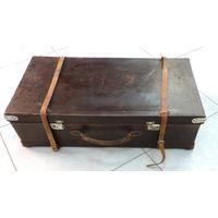 Старинный  чемодан 20-30-е годы. Размер 40-77 см. толщина 20 см.