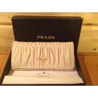 Prada кошелек молочного цвета из кожи ягненка в оригинальной упаковке, 100% оригинал! На сайте Prada продается за $590!!!