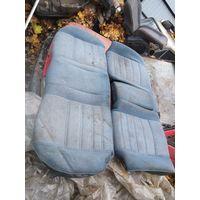 Лот 1429. Заднее сиденье синего цвета с подлокотником (диван) Volkswagen Jetta 2. Старт с 20 рублей!