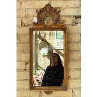 Старинное зеркало с короной и медальоном