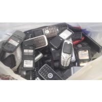 100 сотовых ,кнопочных,нерабочих телефонов. Лот -3