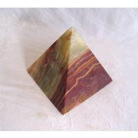Мраморный оникс Пирамида 11 см