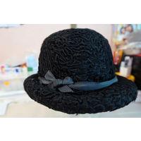 Шляпка женская черная из каракуля. Размер 56.