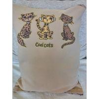 Подушка декоративная с котиками.