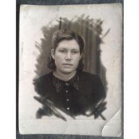 Фото женщины. г.Минск. 1940 г. 6.5х8 см.