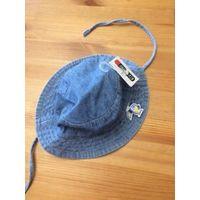 Джинсовая шапка на 3-6 месяцев (41-43 см). Новая, с этикеткой. на завязках, покупали в Германии.
