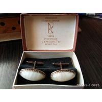 Запонки серебро 875 проба в позолоте и камень белый Оникс СССР.