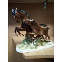 Фарфоровая статуэтка -кони-  германия