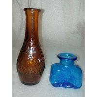 Две вазы-бутыльки одним лотом. Цветное стекло. См. описание.